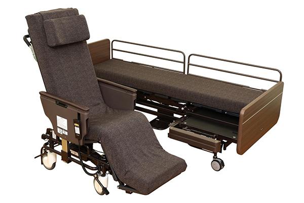 ベッドから車イスが分離する「リショーネPlus」