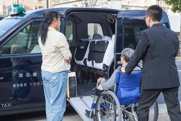 宮園タクシーで導入しているUDタクシー