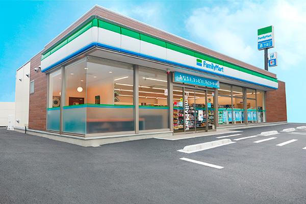 ファミリーマートは薬が買える店舗を拡大中